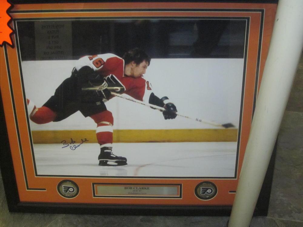 Bob Clarke Philadelphia Flyers Signed 16x20 Framed Photo COA