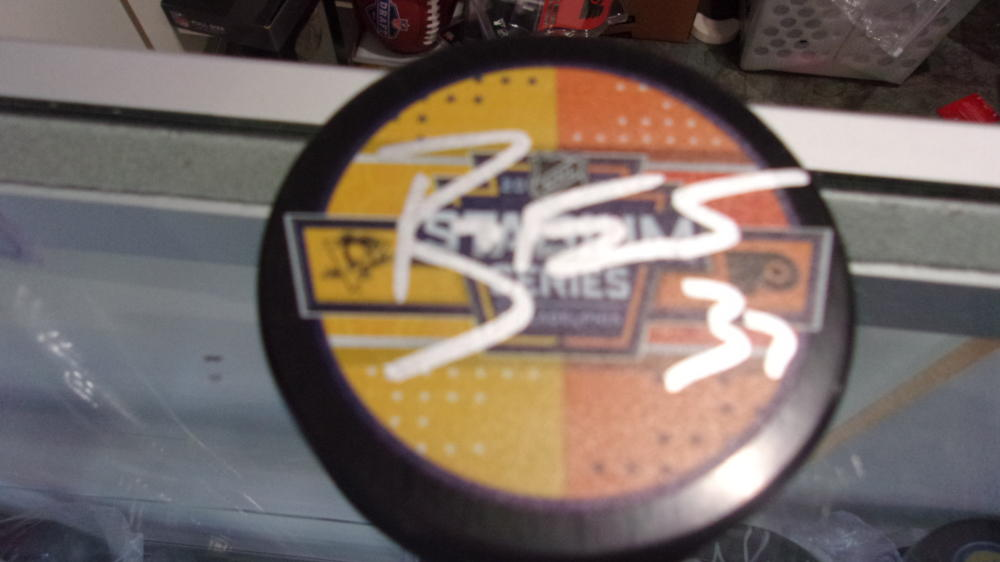 Brian Elliott Philadelphia Flyers Signed 2019 Stadium Series Logo Puck COA