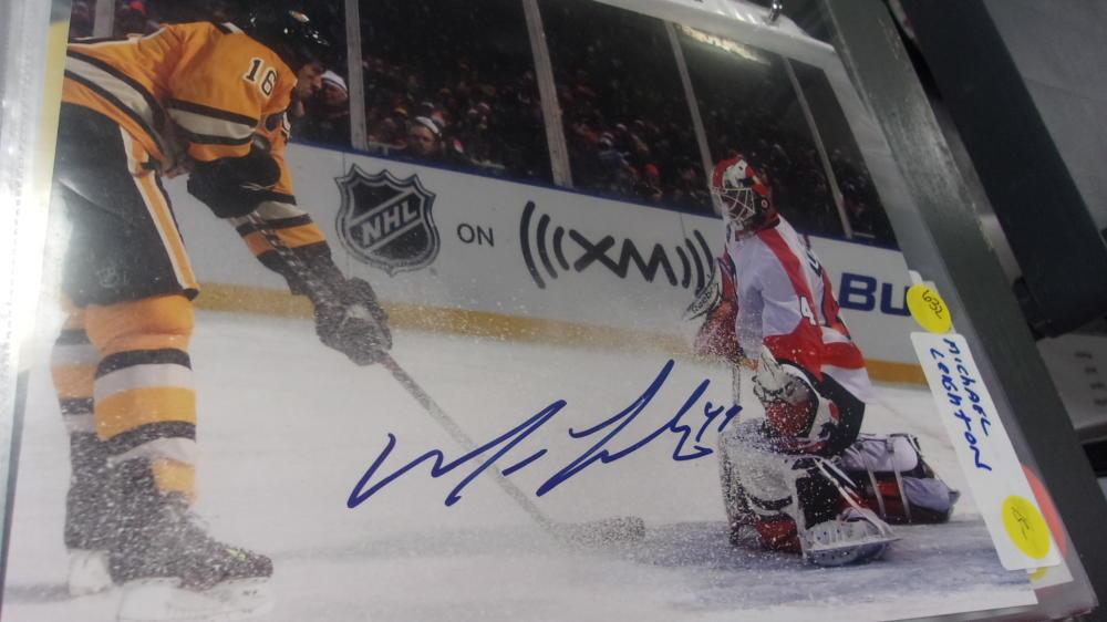 Michael Leighton Philadelphia Flyers signed 8x10 Photo COA