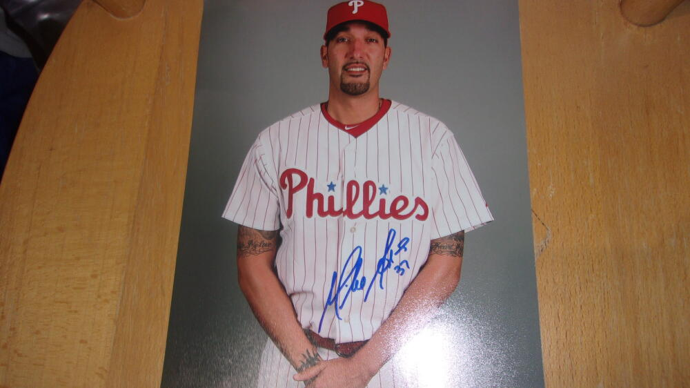 Mike Adams Philadelphia Phillies Signed 8x10 Photo COA