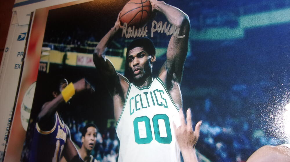 Robert Parrish Boston Celtics Signed 8x10 Photo COA