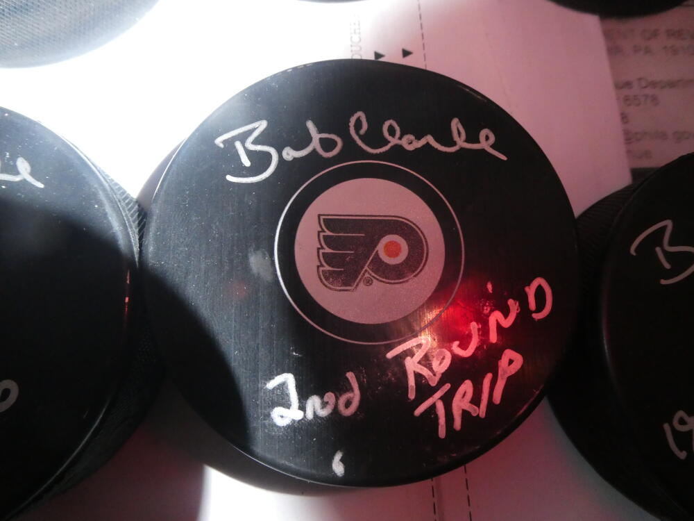 Bob Clarke Philadelphia Flyers Signed   logo Puck COA  2nd rd pick Inscription