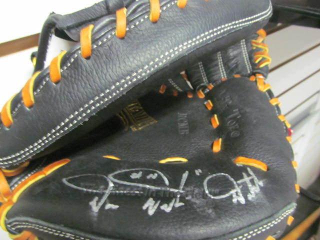 Darren Daulton Philadelphia Phillies Signed Rawlings Catchers Glove COA DUTCH